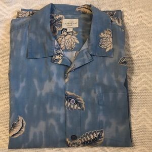 Trader Bay blue with cream accents shirt size XL